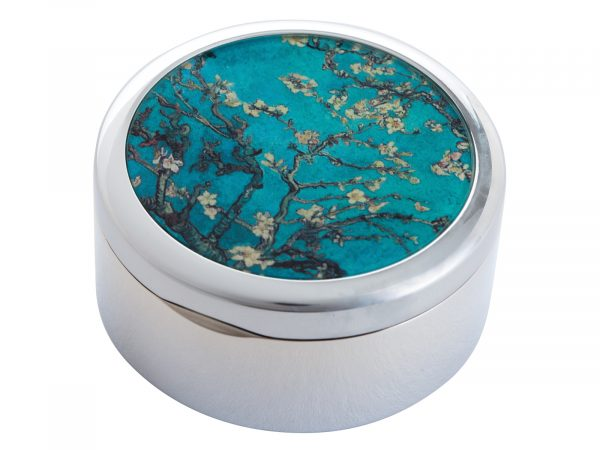 """This beautifully crafted Pill Box created by Parastone features an extract from Vincent Van Goghs """"Almond Blossoms"""". Almond Blossoms is from a group of several paintings made in 1888 and 1890 by Vincent van Gogh in Arles and Saint-Rémy, southern France of blossoming almond trees. Flowering trees were special to van Gogh. They represented awakening and hope. He enjoyed them aesthetically and found joy in painting flowering trees. Size: Diameter: 5 cm - 2"""" By John Beswick / Parastone Product Code: P02GOG(S)"""