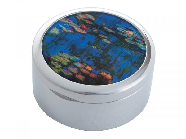 """Water Lillies is a series of approximately 250 oil paintings created by French Impressionist Claude Monet, the paintings depict Monet's Home Garden in Giverny, France. This beautifully crafted Pill Box by Parastone features a stunning extract of one of Monet's Water Lilly paintings. Size: Diameter: 5 cm - 2"""" By John Beswick / Parastone Product Code: P03MON(S)"""