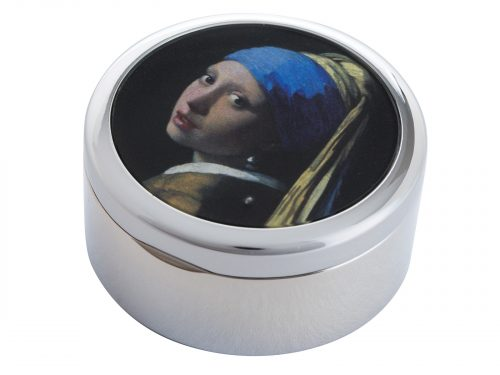 "This beautifully crafted Pill Box by Parastone comes with a stunning extract from Johannes Vermeer's ""The Girl with the Pearl Earring"". Painted in 1665 and kept in the Hague since 1902, it was voted by the public in 2006 as the most beautiful painting in the Netherlands. Size: Diameter: 5 cm - 2"" By John Beswick / Parastone Product Code: P07VER(S)"