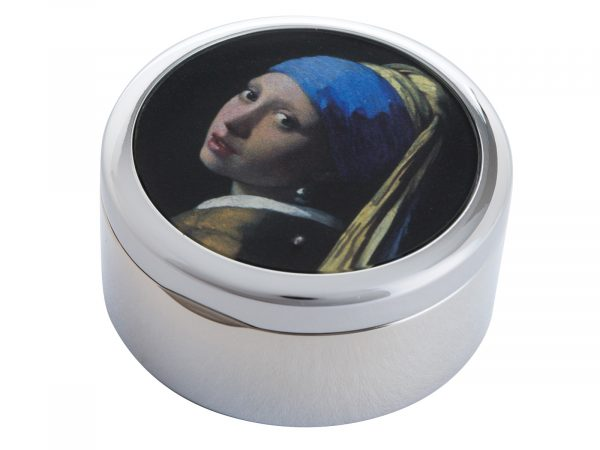 """This beautifully crafted Pill Box by Parastone comes with a stunning extract from Johannes Vermeer's """"The Girl with the Pearl Earring"""". Painted in 1665 and kept in the Hague since 1902, it was voted by the public in 2006 as the most beautiful painting in the Netherlands. Size: Diameter: 5 cm - 2"""" By John Beswick / Parastone Product Code: P07VER(S)"""