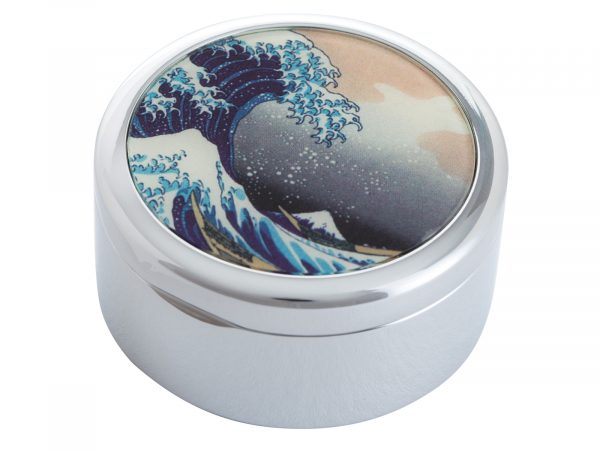 """This beautifully crafted pocket mirror by John Beswick comes with a stunning extract from Katsushika Hokusai's """"The great Wave off of Kanagawa"""". Hokusai was a Japenese Artist born in 1760. Size: Diameter: 5 cm - 2"""" By John Beswick / Parastone Product Code: P09HOK(S)"""