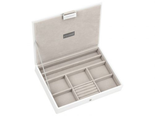 This beautifully made Stackers White Classic Jewellery Box Lid is made from vegan leather and cotton, a stylish and elegant way to customise your jewellery box. Size: 18cm x 25cm x 4.2cm By Stackers Product Code: 70957