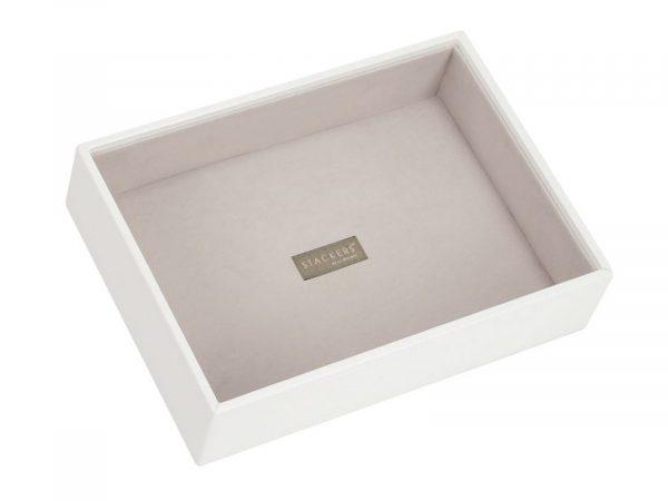 This beautifully made Stackers White Classic Chunky Jewellery Layer is made from vegan leather and cotton, a stylish and elegant way to customise your jewellery box. Size: 18cm x 25cm x 6cm By Stackers Product Code: 70961