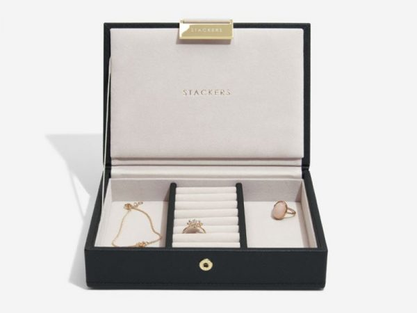 This beautifully made Stackers Black Mini Jewellery Box Lid is made from vegan leather and cotton, a stylish and elegant way to customise your jewellery box. Size: 12.5cm x 18cm x 4.5cm By Stackers Product Code: 75466