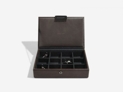 This beautifully made Stackers Brown Lidded Mini Cufflink Box is made from vegan leather and cotton, a stylish and elegant way to customise the way you store your Jewellery. Size: 13.5cm x 18cm x 4.5cm By Stackers Product Code: 75422