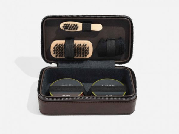 These Stackers Shoe Shine kits come in a small and stylish travel case allowing you to look clean and sharp whether you go. Size: 10.5cm x 19.5cm x 7cm By Stackers Product Code: 75430